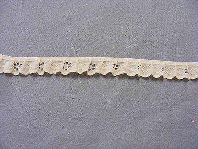 Gathered Lace Cream 10 metres  (W10)