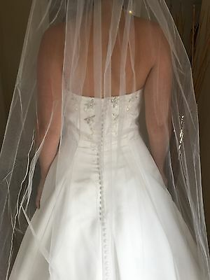 Alfred Angelo Sample Wedding Gown Size 14 - Stunning detail and amazing style