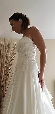 Alfred Angelo, Stunning Sample Wedding Gown Size 10 (11) Never Worn