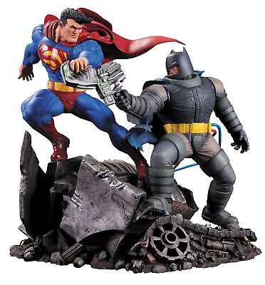 DC Collectibles The Dark Knight Returns Superman vs Batman Action Figure Statue