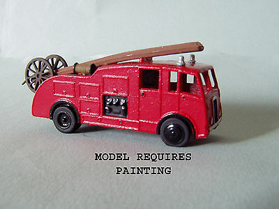 P&D Marsh N Gauge n Scale E61 Fire engine Dennis F7 kit requires painting