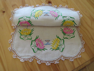 Stunning Vintage Embroidered **water Lilies** Table Centre Piece Doily