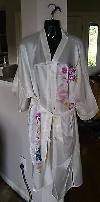 Vintage Japanese or Chinese Silk White Robe Painted New-Old Stock Adult Woman's