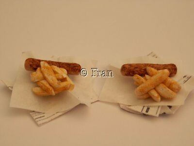 Dolls house food: Takeaway Jumbo sausage & chips  -By Fran