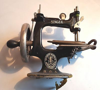 Vintage 1920s Small (Childs?) Singer Hand-Crank Sewing Machine. FWO. Sewing OdV