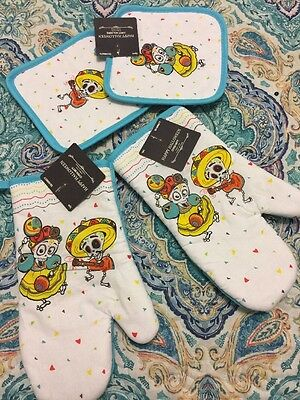 Day Of the Dead Sugar Skull Mexican Halloween 2 Oven Mitts And 2 Pot Holders