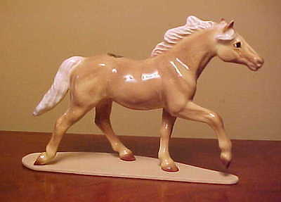 RETIRED #3333 Hagen-Renaker Specialty THOROUGHBRED TROTTING Ceramic Horse Figure