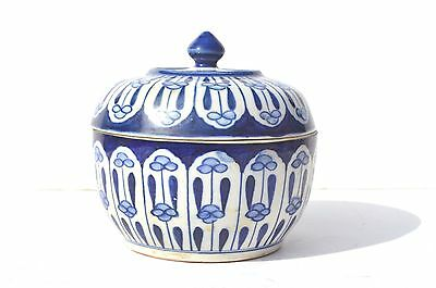 Fine Vintage Oriental/chinese Blue And White Porcelain Covered Bowl