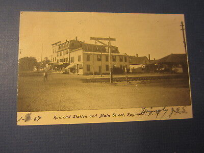 Old 1907 - RAYMOND N.H. -  RAILROAD STATION and Main Street - POSTCARD