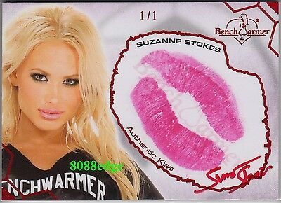 2012 Benchwarmer Soccer Kiss Auto: Suzanne Stokes #1/1 Of Red Autograph Playmate