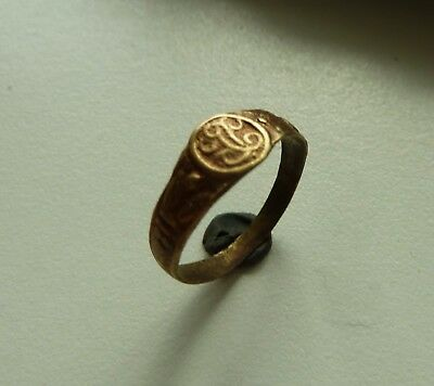 Post-medieval bronze ring with initials (100).