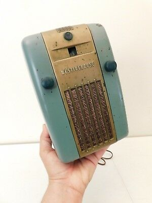 VINTAGE OLD 1940s WESTINGHOUSE BAKELITE & TOP TO BOTTOM BRASS TRIM TUBE RADIO !!