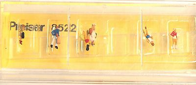 Z-scale Preiser 8522 Walking and waiting teenage passengers , six Figures