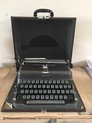 Vintage Imperial Typewriter In Case Good Companion 5