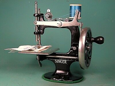 ** Vintage 1925 Singer 20 * Cast Metal Toy Sewing Machine * Serviced * Sews Nice