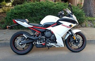 2013 Yamaha FZ  2013 Yamaha FZ6R, Pearl White, Low Miles, Excellent Condition, No Reserve, Nice!