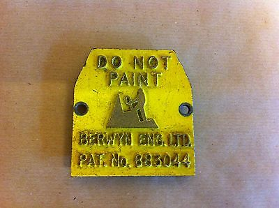 OLD PAINTED BRASS SIGN - DO NOT PAINT - BERWYN ENG.LTD PAT.NO 883044 - 2.6 inch