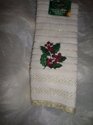 Christmas Gray /& Red Snowflake Decorative Fingertip Towel NWT $13