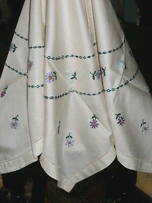"""Pretty Vintage Hand Embroidered Tablecloth 32"""" Square"""