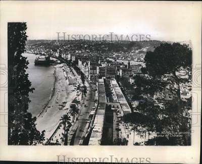1943 Press Photo View Along The Shore Of The French Coastal City Of Nice, France