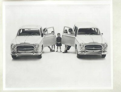 1963 ? Peugeot 403 Station Wagon & Family ORIGINAL Factory Photograph wy5704