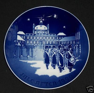 1990 Bing & Grondahl: Christmas Changing of Guard Plate