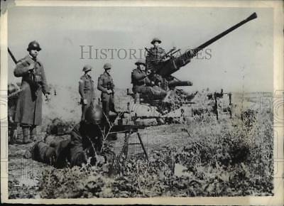 1943 Press Photo British and French Soldiers fighting in Tunisia - nem40575