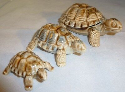 Wade figurine Family of 3 Tortoises with Wade Box excellent