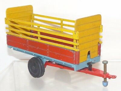 Crescent Toys diecast No. 1811 Animal Trailer. Yellow / red