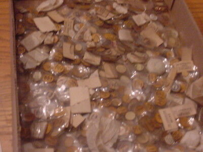 500 Fancy Glass Wristwatch Crystals From Gruen to Hamilton Nice lot All Kinds
