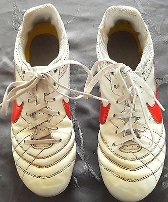 Crampons Tiempo NIKE pour foot ou rugby p 37,5