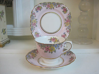Gorgeous Vintage Colclough Floral Sprays On Pink Fine Bone China Trio