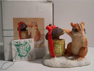 Charming Tails * Peeking At Presents * Retired * Silvestri * Chipmunk