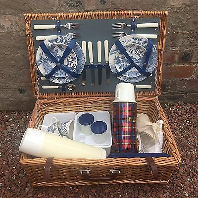 Vintage Picnic Basket - Blue Willow Barretts Set For 4 - Thermos Flask - Pretty!