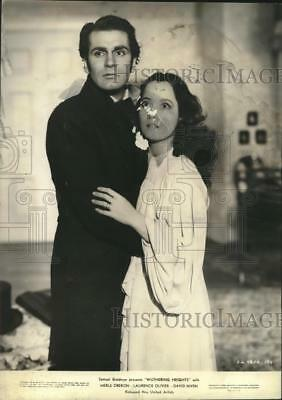 """1939 Press Photo Laurence Olivier, Merle Oberon in """"Wuthering Heights"""""""