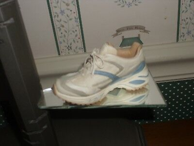 2002 -Just The Right Shoe -Raine Collection-Fig-Raine Runner-Box/ Coa