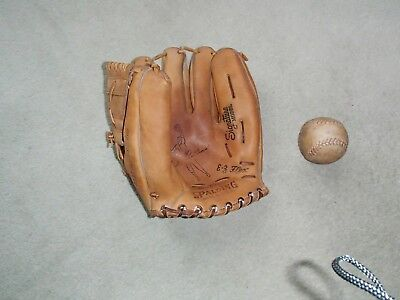 Spalding Lh Baseball Glove And Ball