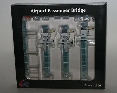 JC WINGS LH2090 Airport Passenger Bridge in 1:200 scale