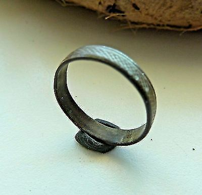 Old bronze ring (154).