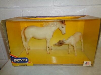 1993 Breyer No 3180 Medicine Hat Mare and Foal Gift Set