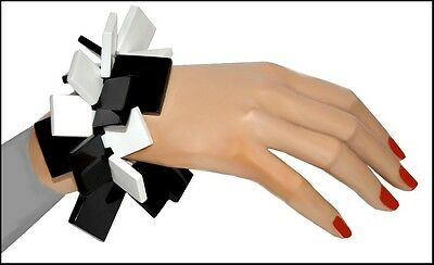 FAB WHITE AND BLACK RESIN stretchy BRACELET WITH SQUARE ELEMENTS