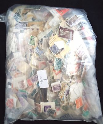 Large Collection of Approx 2000 Various World Postage STAMPS - T03