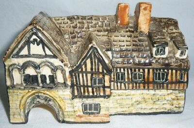 Tey Pottery Britain in Miniature St. Mary's Gate, Gloucester 7.5x12x6.5 cm exc.