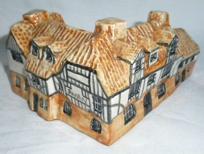 Tey Pottery Britain in Miniature Swan Inn Horning 6x12x9.5 cm exc.
