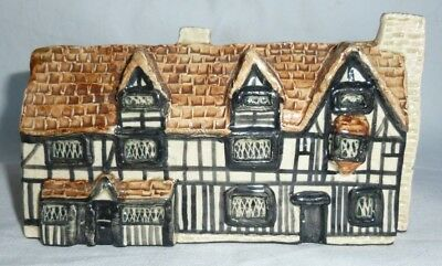 Tey Pottery Britain in Miniature of Shakespeares Birthplace, 7x13x8 cm exc.