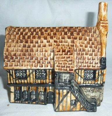 Tey Pottery Britain in Miniature of Moot Hall, Aldeburgh, Suffolk 9.5x9.5x6 cm