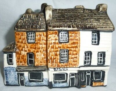 Tey Pottery Britain in Miniature of The Pantiles, Tunbridge Wells 9x11x6 cm