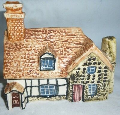 John Putnam's Heritage Houses 17th C. Cottage with Dovecote 10 x 11 x 8 cm