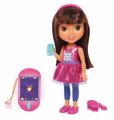 Fisher Price - Dora and Friends Toy - Talking Dora Interactive Doll with Smartph