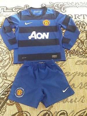 Manchester United   football kit for boys size 6_7 years